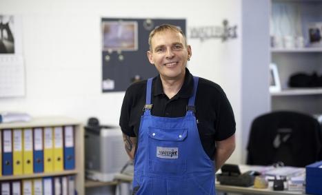 Waterjet cutting  of Waterjet with longtime employee Martin Heim